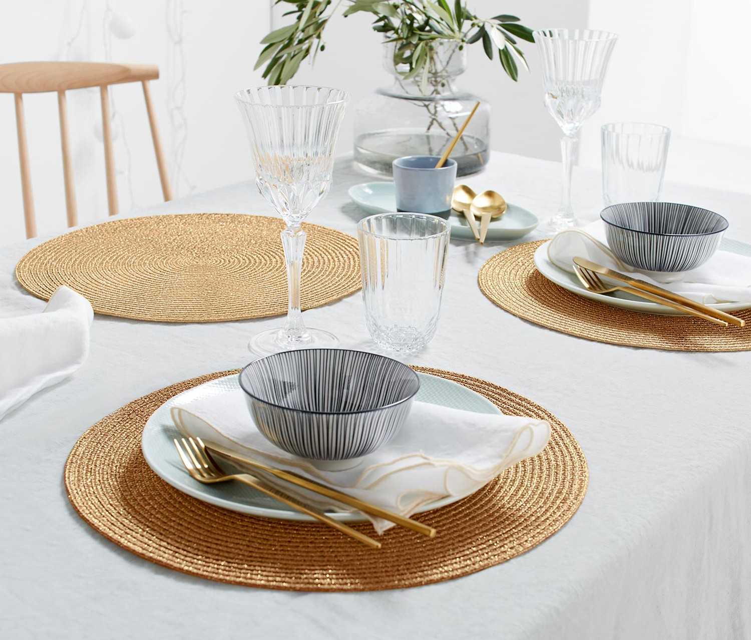 Place Mats Round Set of 4, Gold