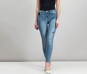 Juniors' Embroidered Skinny Ankle Jeans, Irvine