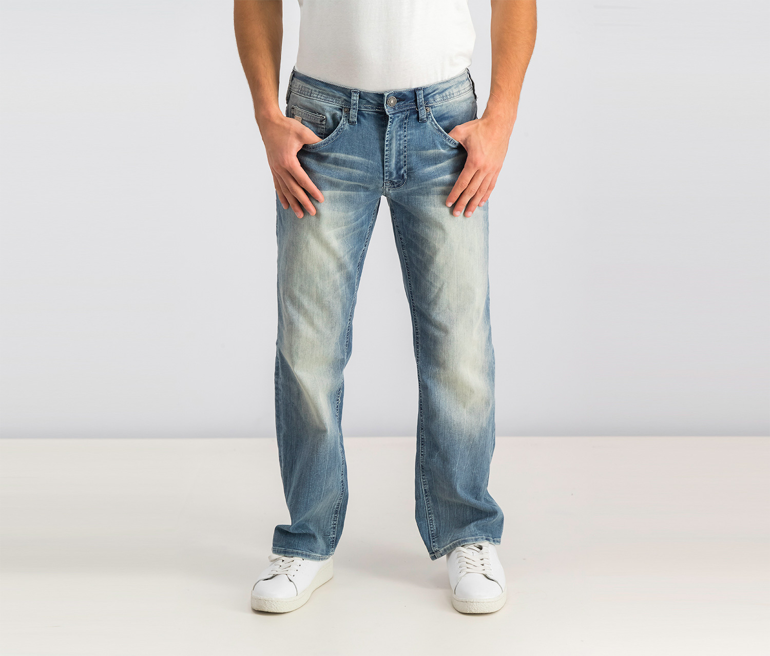Men's Relaxed Fit Driven-x Stretch Jeans, Wash Blue
