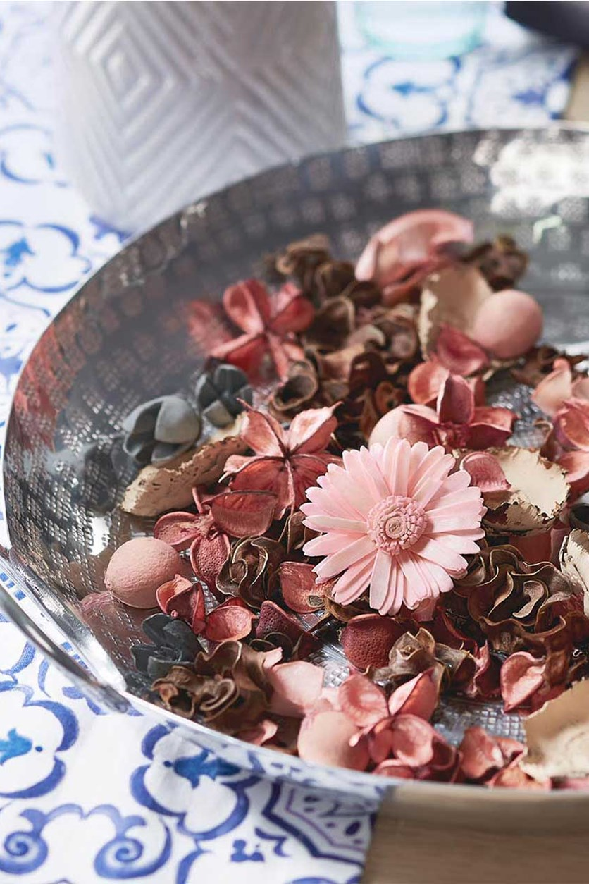 Scented Potpourri, Pink/Natural