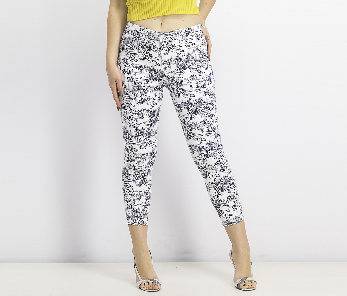 Womens Petite Garden-Print Cropped Jeans, Bright White Combo