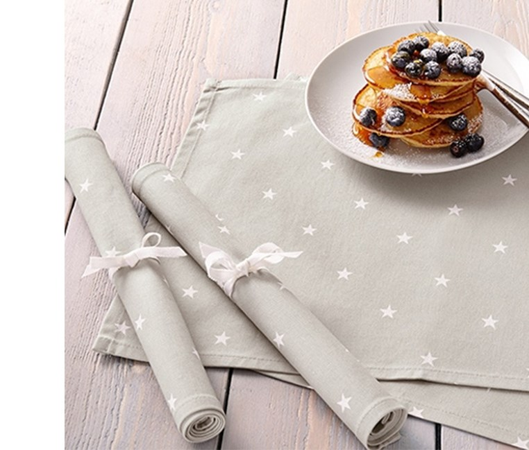 4 Placemats, 48 x 33 cm, Gray With White Star